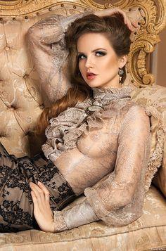 """Кулон """"Версаль с фукситом , винтажной филигранью, сваровски:) Подробнее: http://www.lavio.biz/kulony/versal/"""