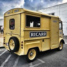 Citroën HY fourgon Ricard Citroen Type H, Citroen H Van, Food Cart Design, Step Van, Auto Retro, Cool Vans, Commercial Vehicle, Cars And Motorcycles, Recreational Vehicles
