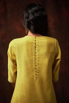 Good Earth brings you luxury design crafted by hand, inspired by nature and enchanted by history, celebrating India's rich history and culture through original, handcrafted products. Neck Designs For Suits, Neckline Designs, Back Neck Designs, Dress Neck Designs, Designs For Dresses, Blouse Designs, Kurti Embroidery Design, Embroidery Suits, Embroidery Fashion