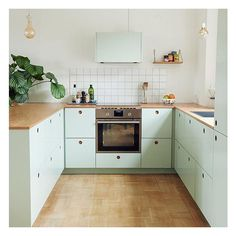 This month the Danish interior magazine @altinterior by /altfordamerne/ has a home story from a cool couple in Copenhagen (blogger and shop owner @tikkie_adelie) who have chosen Basis 01 in mint green for their kitchen #reformcph
