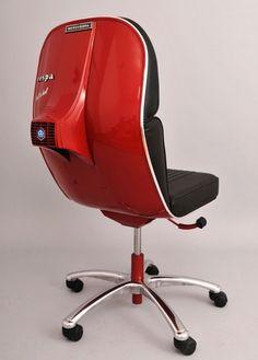 vespa chair Piaggio Scooter, Vespa Lambretta, Car Furniture, Automotive Furniture, Retro Office Chair, Scooters, Office Interiors, Vintage Industrial, Creative Design