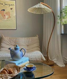 Austin Apartment, Stockholm Apartment, House Colors, Art Day, My Dream Home, Apartment Therapy, Accent Chairs, Tea Time, Beautiful