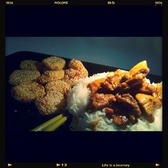 Kanaa ja pähkinöitä. Friteerattuja jamssi-seesamikakkuja