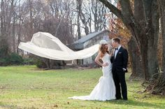 22 Wedding Photo Poses & Ideas {Real Brides}   Confetti Daydreams