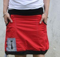 Sukně+Sukně+je+ušita+ze+100%+bavlny+v+plátnové+vazbě,+gramáž+125g/m2+Délka+sukně+sevšita+do+pružného+lemu+.+Sukně+má+do+pasu+všit+úplet+10+cm+vysoký++Sukně+se+nosí+ve+sníženém+pase+.+Rozměry:+...do+objednávky+stačí+napsat+obvod+boků+v+nejširším+místě+a+boční+délku+sukně+sukni+lze+prát+v+pračce+na+30+stupňů+a+žehlit+na+balvnu,+.+nedávat+do+sušičky,...