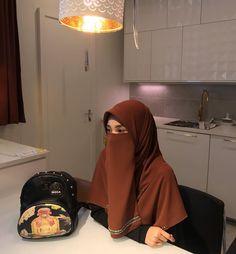 Stylish Hijab, Hijab Chic, Muslim Fashion, Hijab Fashion, Fashion Outfits, Beautiful Muslim Women, Beautiful Hijab, Hijab Niqab, Hijab Outfit