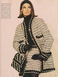 Linda Evangelista wearing Chanel for Vogue Italia, July/August 📸 Photo: Steven Meisel Fashion 90s, Chanel Fashion, Fashion History, Look Fashion, Runway Fashion, Fashion Models, Fashion Outfits, High Fashion, Vintage Vogue