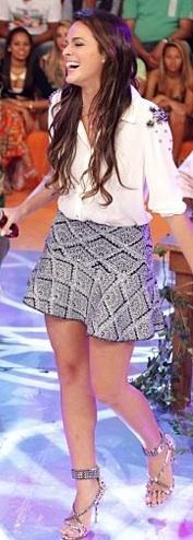 Bruna Marquezine, a Lurdinha de Salve Jorge, usa Lolitta no programa Esquenta, da Regina Casé. Agora, no blog. Hollywood Actresses, New Look, Shorts, Sequin Skirt, Mini Skirts, Sequins, Lounge, Beautiful, Pasta