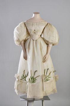 Evening dress, 1830′s From the Turun museokeskus