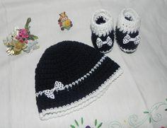 Cappellino e scarpette beb� blu e bianco con fiocchetti Da 0 a 4 mesi circa