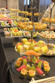 Sushi display Sushi Buffet, Pj Party, Buffets, Bat Mitzvah, Chicago, Display, Table Decorations, Wedding, Beautiful