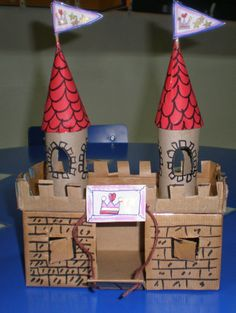 "Ideas para ""crear y disfrutar"": Un castillo medieval Diy Arts And Crafts, Fun Crafts, Cardboard Castle, Cardboard Houses, Cardboard Crafts Kids, Diy For Kids, Crafts For Kids, Castle Project, Kids Castle"