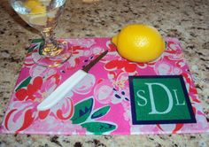These personalized cutting boards make great gifts! #monogram