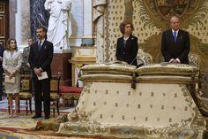 Los Reyes y los Príncipes de Asturias en el tributo a don Juan de Borbón en el Palacio Real por el centenario de su nacimiento