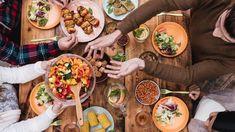 Αυξημένο ουρικό οξύ: Τι επιτρέπεται να τρώμε και τι απαγορεύεται - fiftififti Healthy Snacks For Diabetics, Diet Snacks, Healthy Eating, Chicken Bone Broth Recipe, A Food, Good Food, Vegan Nutrition, Menu Restaurant, Best Breakfast