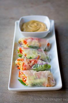 Easy Veggie Spring Rolls with Sweet and Spicy Dipping Sauce via Linda Wagner Raw Food Recipes, Asian Recipes, Vegetarian Recipes, Cooking Recipes, Healthy Recipes, Meal Recipes, Veggie Spring Rolls, Veggie Rolls, Sweet And Spicy