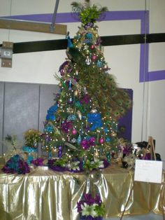 2011 Gala Tree - Elegant Peacock