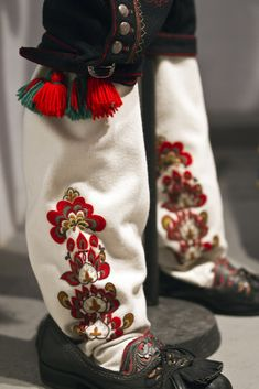 Detail from old Norwegian national costumes. The collection of Rikard Berge and from the exebition at Seljord of old costumes from Telemark county, Norway (Look like leggings. Folk Embroidery, Hand Embroidery Designs, Indian Embroidery, Embroidery Stitches, Folk Fashion, Ethnic Fashion, Folk Costume, Costumes, My Heritage