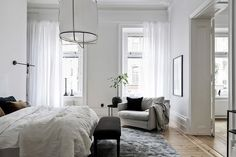Simple and classy home - via Coco Lapine Design Edredon