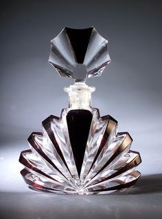Czechoslovakian Art Deco perfume bottle, ca. Antique Perfume Bottles, Vintage Bottles, Parfum Mademoiselle, Perfumes Vintage, Art Nouveau, Art Deco, Glas Art, Beautiful Perfume, Bottle Design