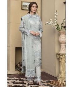 Designer Pakistani Salwar Suits Crinkle Luxury Collection By Motifs Chiffon Embroidery Collection 2147 Chiffon Dress, Silk Dress, Pakistani Salwar Kameez, Salwar Suits, Pakistani Fashion Casual, Silk Suit, Girls Formal Dresses, Beige Top, Dress Images