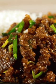 This Mongolian Beef recipe is super easy to make and uses simple, readily available ingredients! Whip this up in under 20 minutes and have the perfect mid-week dinner meal! Meat Recipes, Asian Recipes, Dinner Recipes, Cooking Recipes, Healthy Recipes, Ethnic Recipes, Drink Recipes, Chinese Beef Recipes, Sirloin Recipes