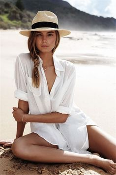 White Beach Shirt, White Beach Cover Up, Blue Beach, Beach Covers, Outfit Strand, Beach Photography Poses, Beach Fashion Photography, Wedding Photography, Bikini Cover Up