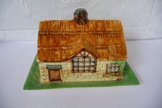 "Vintage Beswick Olde England Country Cottage Butter or Cheese Dish 17.5cms x 14cms (7"" x 5 1/4"")"