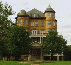 Wow, this one looks totally harmless from the outside! Topeka State Hospital, Topeka, Kansas (1872-1997) The Creepy World of Abandoned Asylums