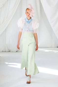 Delpozo Spring 2019 Ready-to-Wear Fashion Show Collection: See the complete Delpozo Spring 2019 Ready-to-Wear collection. Look 7 London Fashion Weeks, Couture Mode, Couture Fashion, Catwalk Fashion, Vogue Fashion, Delpozo, Vogue Russia, Hot Dress, Fashion Show Collection
