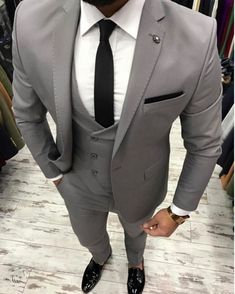 2017 New Grey Men Suit Slim Fit 3 Pieces Skinny Tuxedo gray mens Suits Custom Groom Blazer Terno Masculino Jacket+Pant+Vest Terno Slim Fit, Terno Casual, Designer Suits For Men, Herren Outfit, Formal Suits, Three Piece Suit, Mens Fashion Suits, Mens Suits Style, Mens 3 Piece Suits