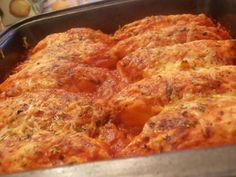 quenelles+en+sauce+rouge Cordon Bleu, Charcuterie, Pork, Food And Drink, Meat, Chicken, Food Ideas, Cinnamon Rolls
