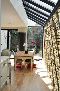 Terraced House Glass Extention Design Ideas, Pictures, Remodel and Decor Extension Veranda, Glass Extension, Kitchen Extension With Glass Roof, Terraced House, Victorian Terrace, Victorian Homes, Victorian London, Side Return Extension, Extension Designs