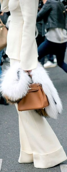 White hot winter street style with a tan Hermes Kelly bag Fashion Mode, Street Fashion, Womens Fashion, Fashion Trends, Fashion Tips, Petite Fashion, Workwear Fashion, Fashion Hacks, Airport Fashion