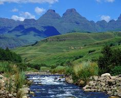 uKhahlamba (Drakensberg Mountains) - The Barrier of Spears, KwaZulu-Natal South Africa. African Countries, Countries Of The World, Lonely Planet, Places To Travel, Places To See, Travel Destinations, South Afrika, Namibia, Le Cap