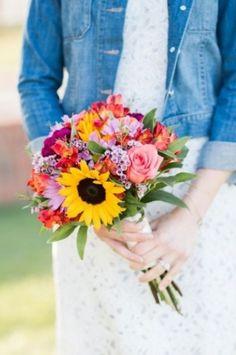 Un joli bouquet de mariée coloré