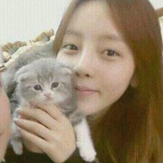 GOO HARA KARA With Cute Cat
