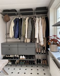 Skapa ordning i hallen med system från Elfa Decór. | Simplicity Hall Closet, Room Closet, Entrance Hall Decor, Hallway Inspiration, Small Hallways, Hygge Home, Living Room Tv, Paint Colors For Home, Bedroom Decor