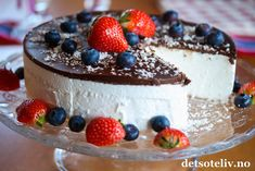 Skumkake til mai! Cake Recipes, Dessert Recipes, Norwegian Food, Pudding Desserts, Snacks, Pavlova, What To Cook, Let Them Eat Cake, Delish