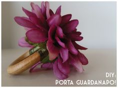 DIY: Porta guardanapo! Handmade Flowers, Handmade Crafts, Diy And Crafts, Curtain Rings Crafts, Easy Napkin Folding, Napkin Cards, Diys, Flower Pillow, Ring Crafts