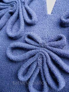 Отделка из декоративного вытачного шнура может стать настоящим украшение вашего изделия . И большая прелесть в том , что вам не потребу... Sewing Hacks, Sewing Tutorials, Sewing Projects, Embroidery On Clothes, Embroidery Applique, Fabric Manipulation Fashion, Lace Beadwork, Ribbon Work, Button Crafts
