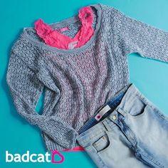nossa dica é usar uma regatinha colorida por baixo do seu tricot badcat ❤️ fica super fofo! #semprebadcat #estilobadcat #badcatinconfundivel  www.badcat.com.br Tricot badcat (promo) R$39,00 Regata Renda (promo exclusiva do site) R$35,00 Calça Jeans (ref 8810) (promo) R$89,00