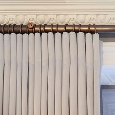 This restored cornice and perfectly pleated curtains with a bronze curtain pole is just 🙌🏼 Curtain Patterns, Curtain Designs, Curtain Ideas, Drapery Ideas, Pleated Curtains, Curtains With Blinds, Valances, Curtain Poles, Drapery Panels