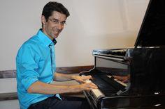 """Emiliano definisce la sua musica come""""Un mare di cellule sotto un cielo di musica"""": Translational Music è una musica che passa da un piano all'altro."""