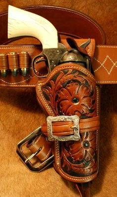Custom Leather Holsters, Pink Guns, Western Holsters, Leather Tooling Patterns, Pistol Holster, Cowboy Gear, Belt Pouch, Le Far West, Rifles