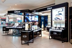 Ovation In-Store Chooses Videotel's Industrial Media Player for Auto Looping Retail Digital Signage Solution