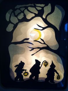 Sint Maarten transparant in de lamp Paper Art, Paper Crafts, Crafts For Kids, Arts And Crafts, Waldorf Crafts, Nature Table, Shadow Puppets, Autumn Crafts, Chalk Art