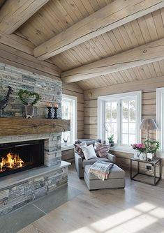 Mountain Cottage, Compact Living, Rustic Elegance, Modern Kitchen Design, Log Homes, Interior Design Living Room, Beach House, House Ideas, Real Estate