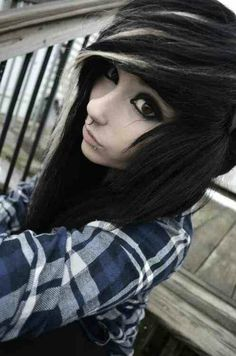 Emo Scene hair-I want to cut my hair like this! Style Emo, Style Rock, Scene Girls, Band Merch, Nu Goth, Pretty Hairstyles, Girl Hairstyles, Scene Hairstyles, Hot Topic