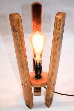 Bedside Lamps Diy, Lampe Edison, Edison Bulbs, Antique Floor Lamps, Antique Brass, Whiskey Barrel Furniture, Barrel Projects, Barrel Table, Copper Lamps